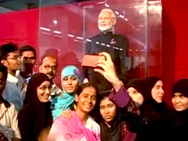 Videos : पीएम मोदी के सूट के लिए बोली 1 करोड़ 48 लाख तक पहुंची