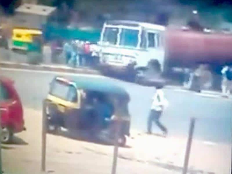Videos : बेंगलुरु : पानी टैंकर पांच लोगों पर चढ़ा, दो की मौत
