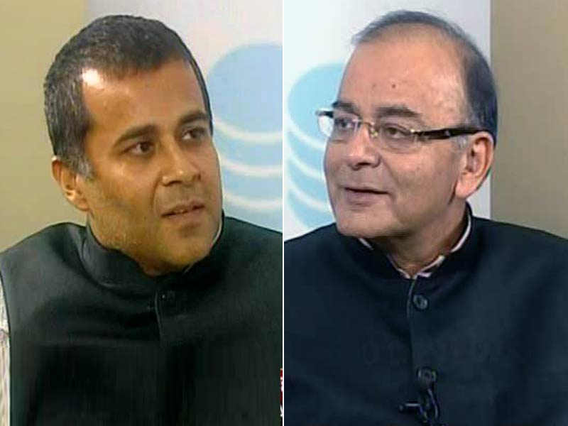 Video : Chetan Bhagat Quizzes Arun Jaitley on Budget 2015