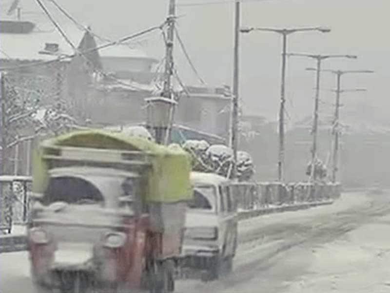 Videos : जम्मू-कश्मीर में भारी बर्फबारी