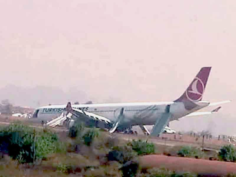Video : काठमांडु में रनवे से फिसला विमान, बाल-बाल बचे यात्री