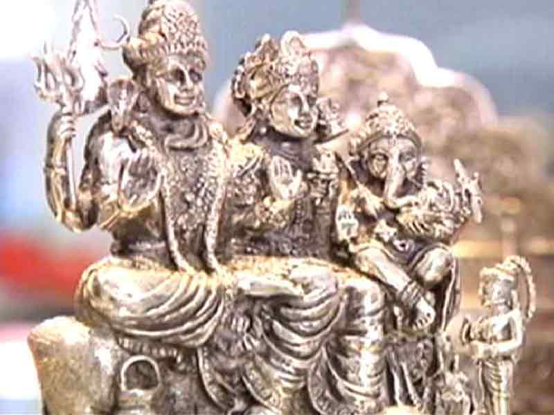 Video : Colours of India: Simply Silver