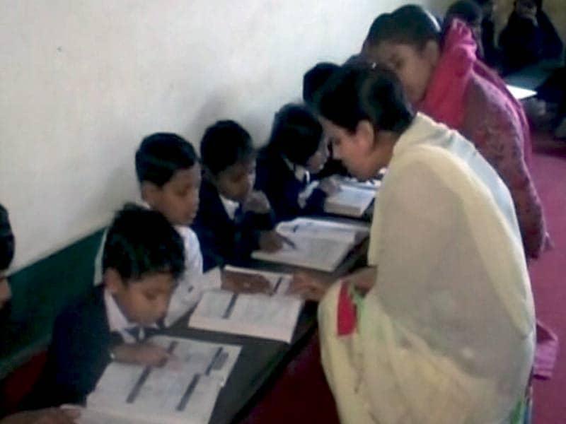 Videos : यूपी के इस मदरसे में होती है संस्कृत की पढ़ाई