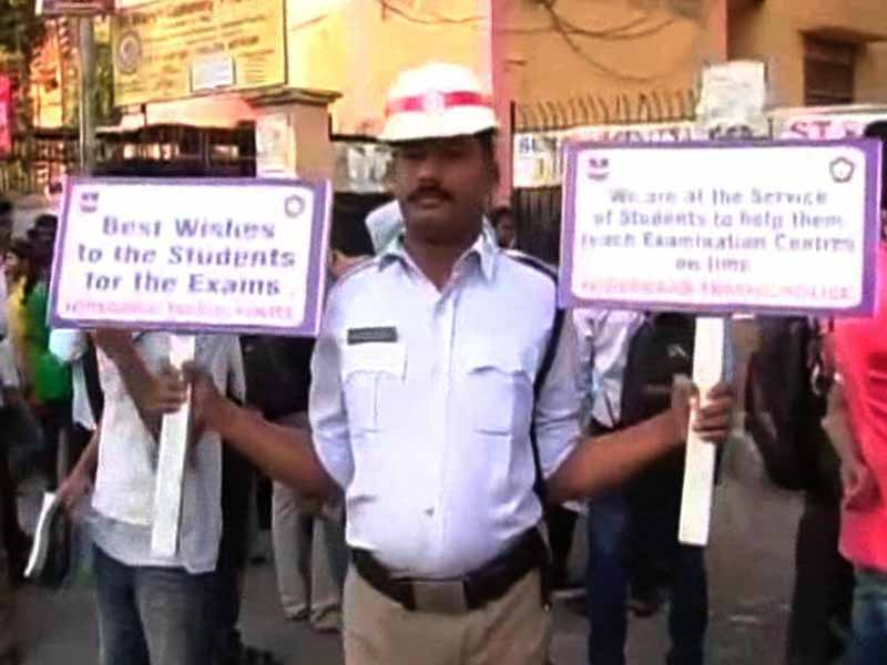 Video : How Hyderabad's Traffic Police Are Helping Students Appearing For Board Exams