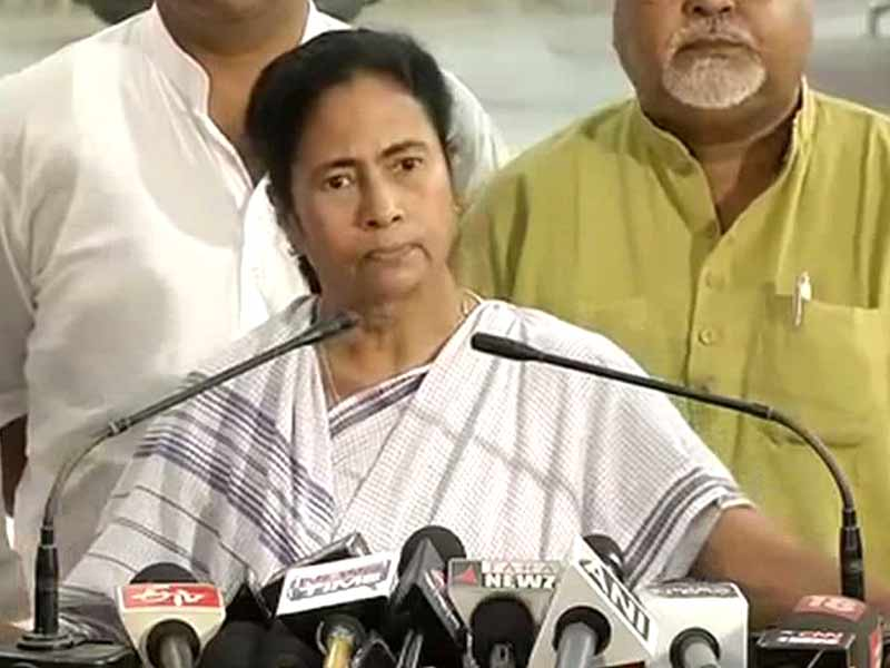 Video : Mamata Banerjee's Convoy Blocked for Nearly an Hour as She Meets Nun Who Was Gang-Raped