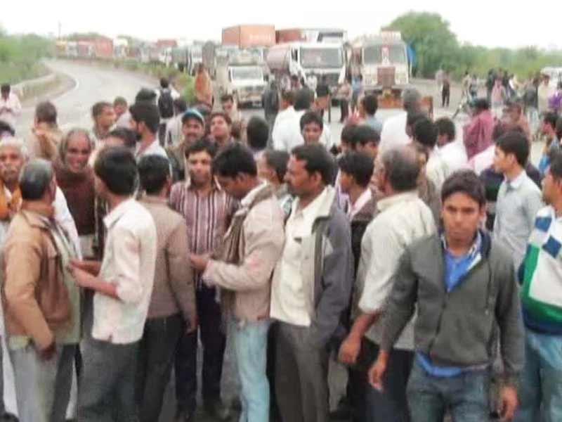 Video : In Madhya Pradesh, Farmers Battle Unseasonal Rains, Mounting Debt