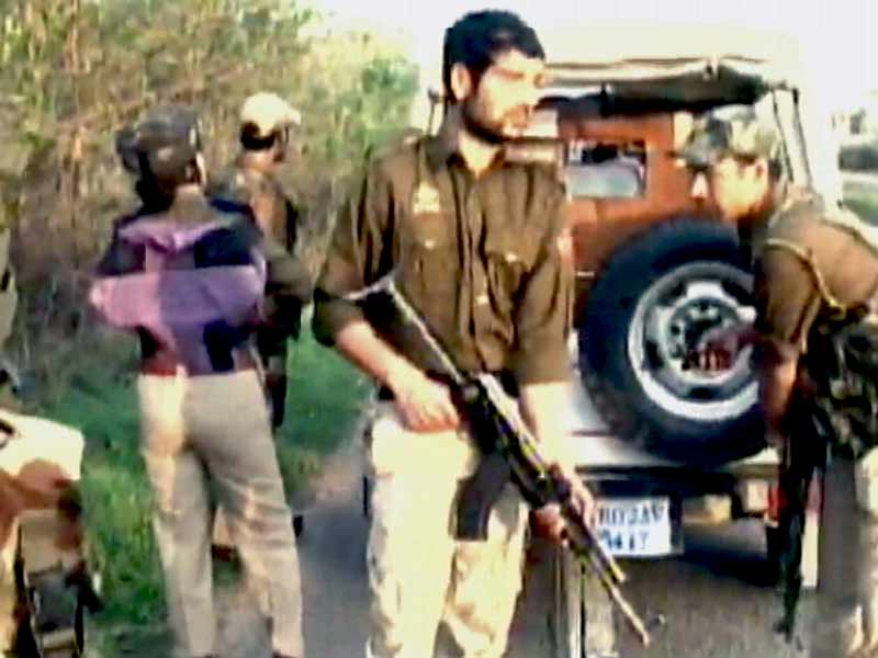 Videos : जम्मू-कश्मीर में थाने पर आतंकी हमला, तीन सुरक्षाकर्मी शहीद