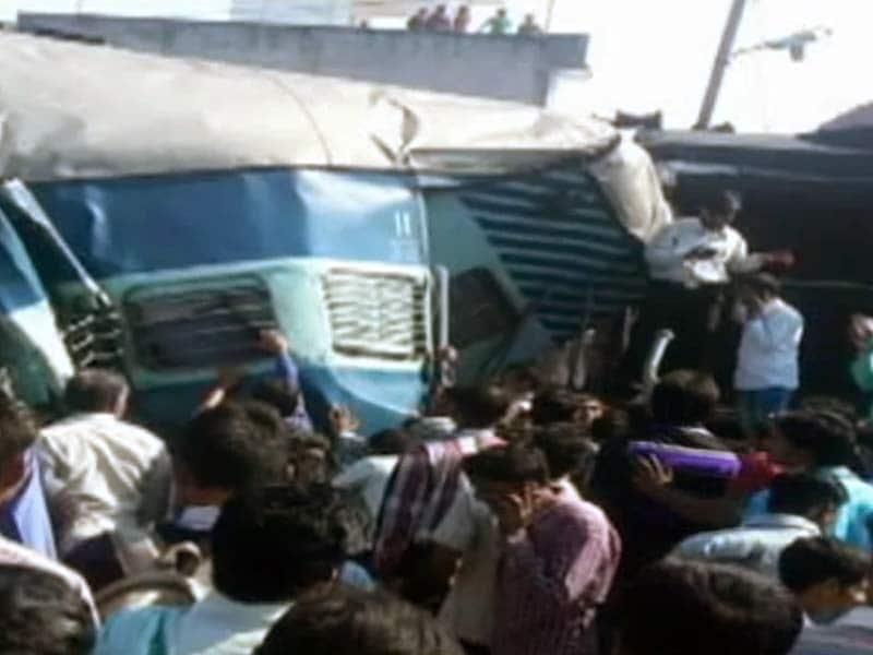 Video : रायबरेली : जनता एक्सप्रेस की दो बोगियां पटरी से उतरीं