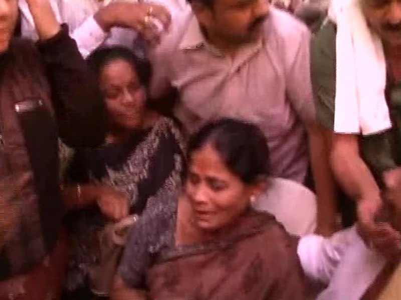 Video : IAS Officer's Death: Karnataka to Announce CBI Probe After Sonia Gandhi Steps In, Say Sources