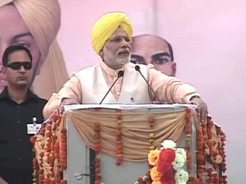 Video : Prime Minister Narendra Modi Pays Tribute to Bhagat Singh, Sukhdev, Rajguru