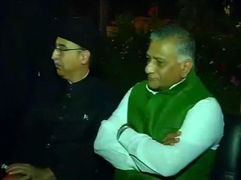 Video : General VK Singh Attends Pakistan Day Dinner, Kashmiri Separatists Invited Too