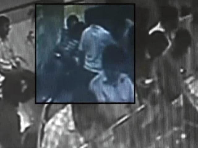 Videos : स्पीड न्यूज : बैंक में लोगों को ठगने वाला चढ़ा पुलिस के हत्थे