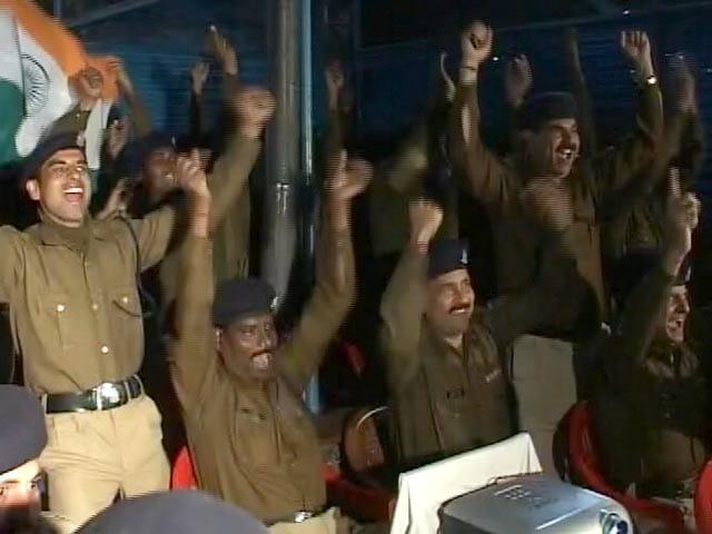 Videos : भारत बनाम ऑस्ट्रेलिया : CRPF जवान भी हैं जबरदस्त जोश में