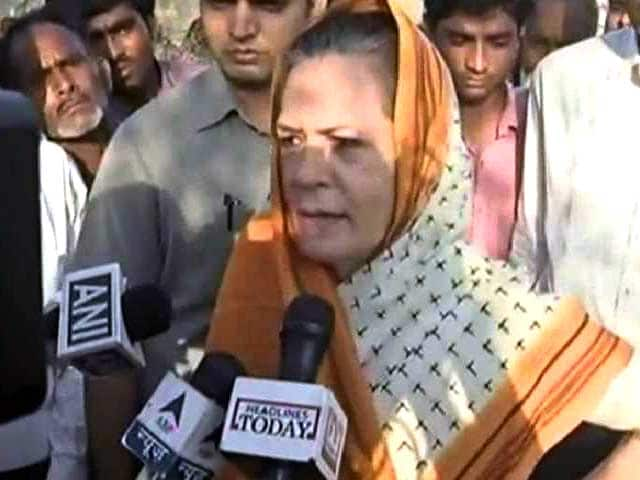 Video : 'Rahul Will be Back Soon, I'm Here on His Behalf,' Says Sonia Gandhi in Amethi