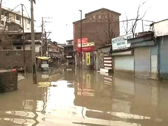 Video : Flood Alert in Kashmir, 6 Bodies Found After Landslides Triggered by Rain
