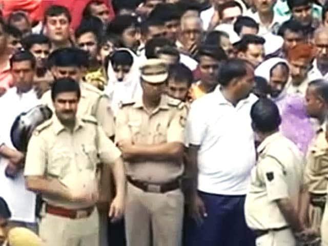Video : खबरों की खबर : दिल्ली में गैंगवार से दहशत