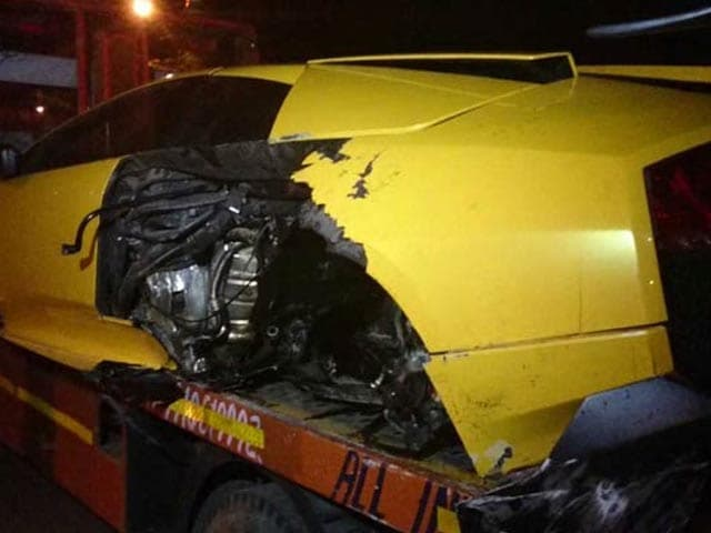 Video : In Delhi, Lamborghini Rams Into Road Divider, Driver Flees