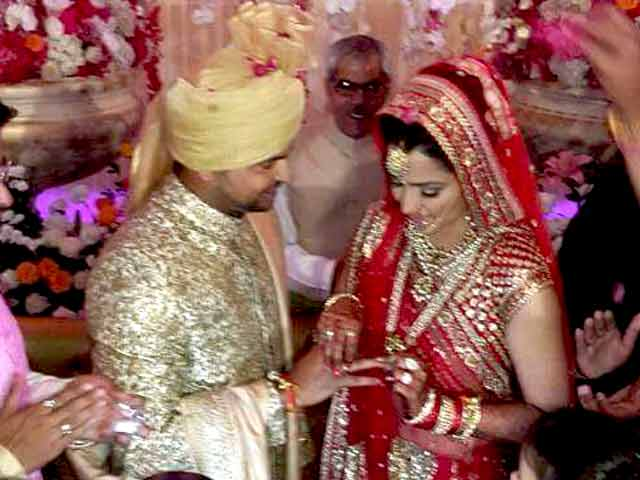 Videos : सुरेश रैना की शादी में शामिल हुई हस्तियां
