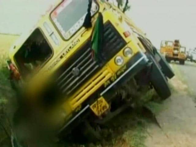 Video : 'Not Compensation, We Want Answers,' Says Family of Madhya Pradesh Cop Killed by 'Sand Mafia's' Truck