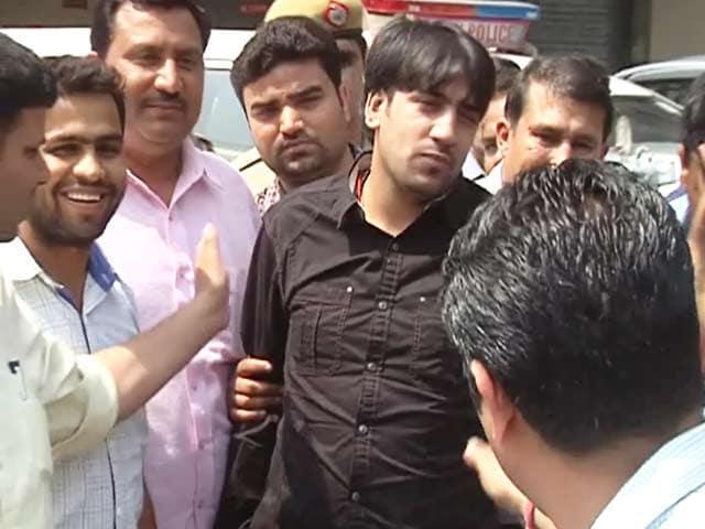Videos : दिल्ली का कुख्यात गैंगस्टर नीरज बवाना गिरफ्तार