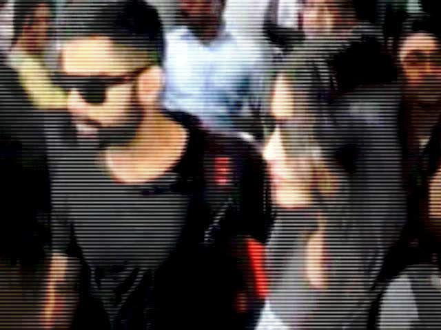 Video : Kohli, Anushka Arrive in Kolkata for IPL Opening Ceremony