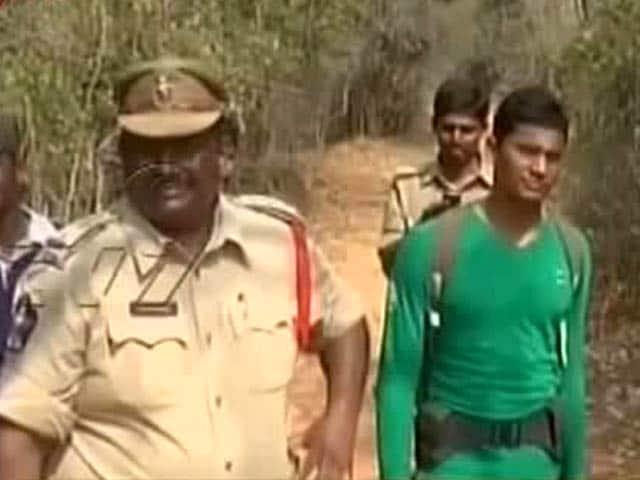 Videos : आंध्र प्रदेश में पुलिस के साथ मुठभेड़ में 20 चंदन तस्कर ढेर