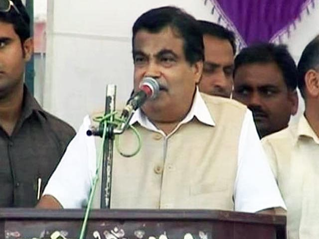Video : Union Minister Nitin Gadkari Assures Distressed Farmers of Support