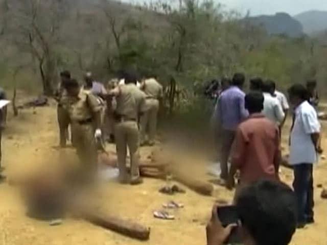 Video : इंडिया 7 बजे : किसे मार गिराया, चंदन तस्कर या बेगुनाह मज़दूरों को?
