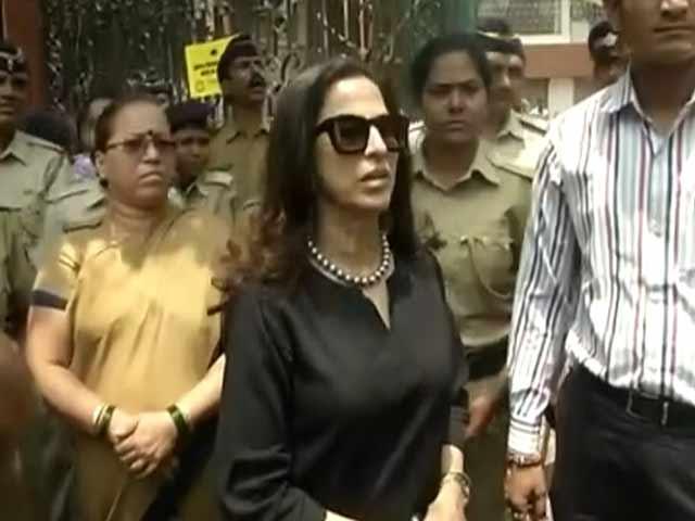 Video : Shiv Sena Steps Up Attack on Author Shobhaa De for Tweets on Marathi Films