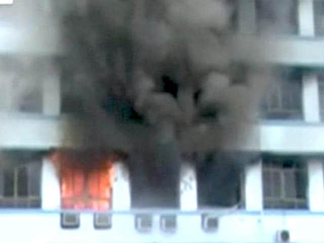 Video : कोलकाता : सचिवालय की नई इमारत में लगी आग पर काबू पाया गया