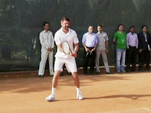 Video : Legends Play Tennis With Children at Rashtrapati Bhavan