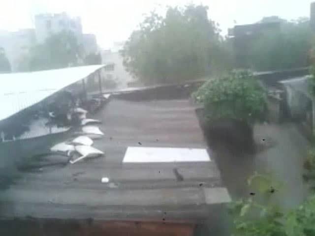 Videos : अहमदाबाद में फिर गिरे ओले, जमकर हुई बारिश