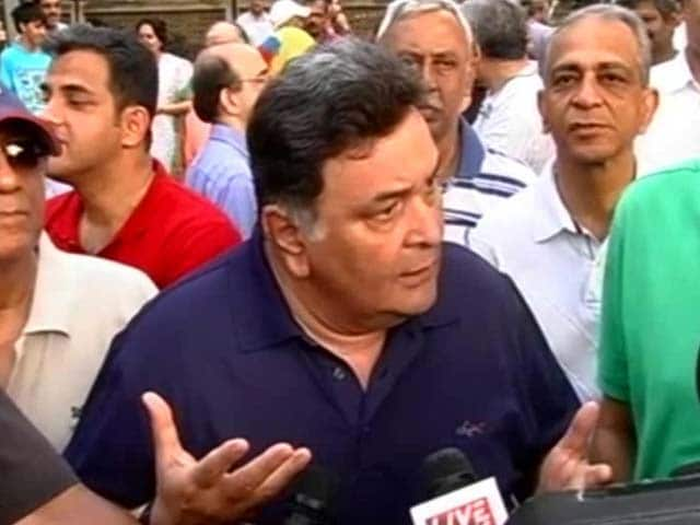Video : Residents of Mumbai's Affluent Pali Hill Protest Proposal to Open Up Footpaths to Hawkers