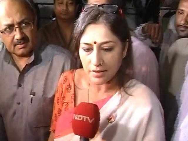 Video : Actor Rupa Ganguly's Public Meeting Disrupted Allegedly by Mamata Banerjee's Partymen