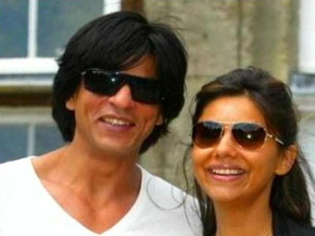 Video : Shah Rukh, Gauri Fly to Goa