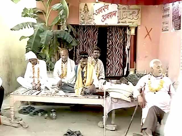 Video : रामपुर : घर बचाने के लिए धर्म बदलने को तैयार लोग