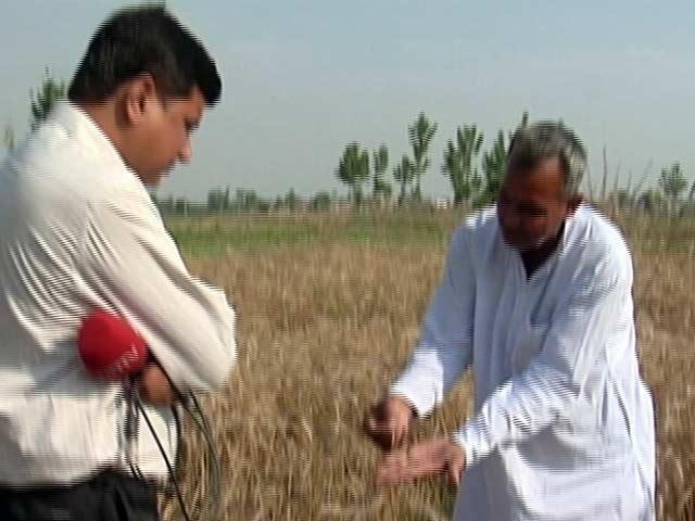 Videos : मुआवजा न दो, कर्ज माफ करो : हापुड़ के किसान