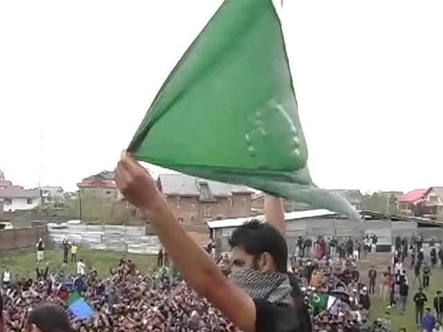 Video : अलगाववादियों की रैली में पाक झंडा: गिरफ्तार होंगे मसर्रत आलम?