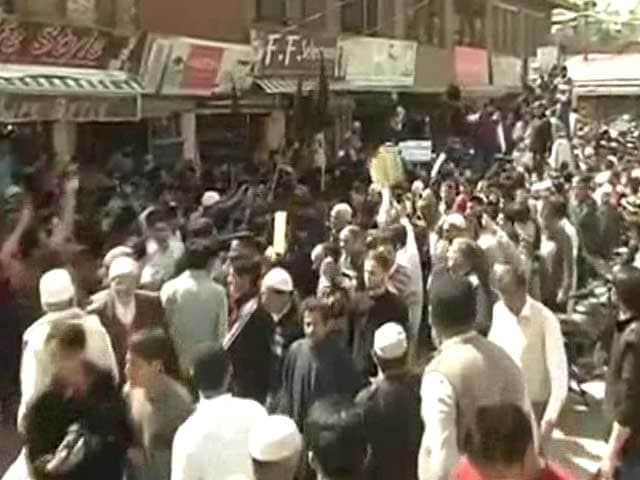 Video : Separatist Masarat Alam Arrested, Protesters Clash With Police in Srinagar