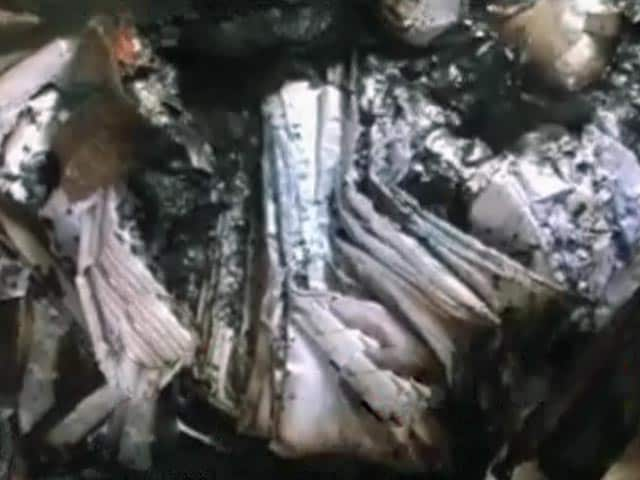 Videos : यूपी : दसवीं बोर्ड की 30 हज़ार कॉपियां जलकर हुईं खाक़