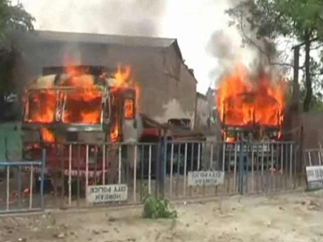 Video : Trinamool Congress Worker's Vehicles Set Ablaze in a Local Gang-War