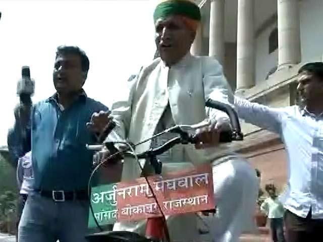 Videos : स्पीड न्यूज : साइकिल से संसद पहुंचे मेघवाल