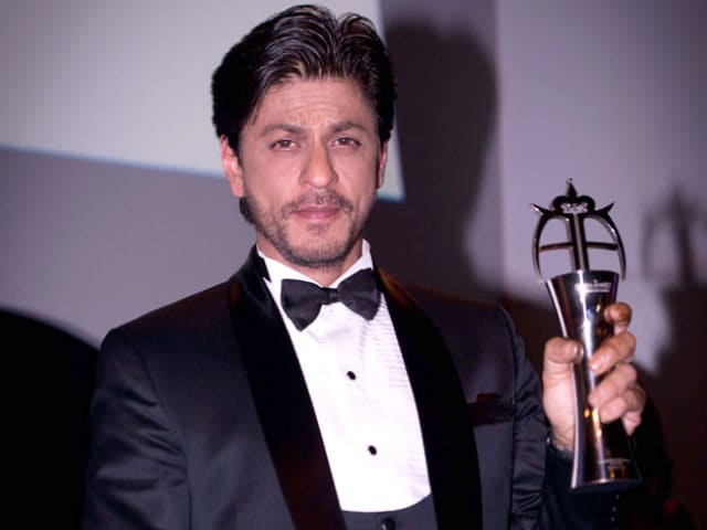Shah Rukh Bags Award, Meets Zayn Malik in London