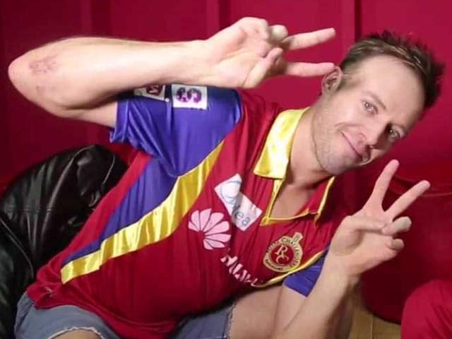 Video : IPL 8: Funny Side of Royal Challengers Bangalore - When De Villiers Sang <i>Yeh Dosti</i>