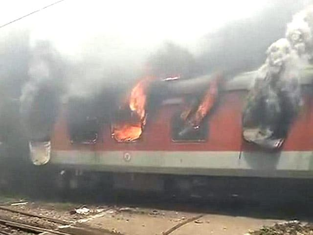 Video : Fire on 2 Rajdhani Express Trains at New Delhi Railway Station; No Casualties