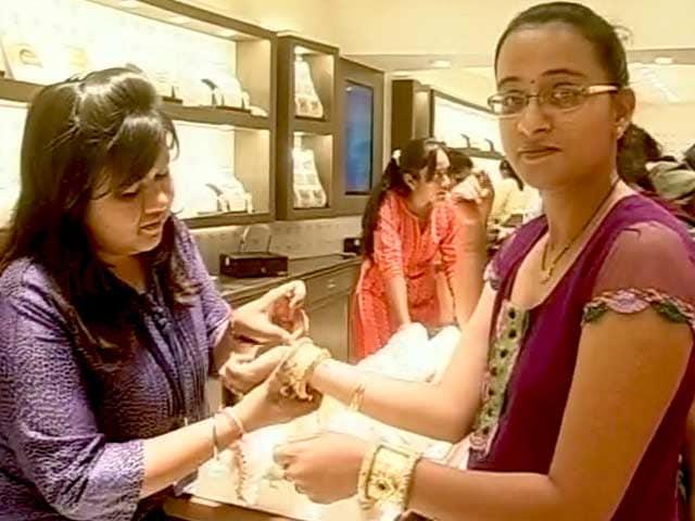 Video : अक्षय तृतीया पर गुजरात के बाज़ारों में रौनक