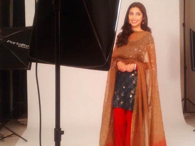 Video : Mahira Khan to Start Shooting For <i>Raees</i> Soon
