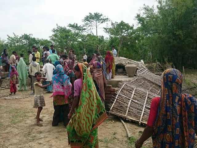 Video : Bihar Storm Rips Apart a Family, Destroys Maize Crop