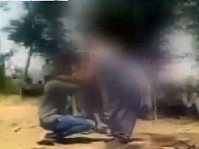Video : गुजरात : भागकर शादी करने वालों से पंचायत ने करवाई उठक-बैठक