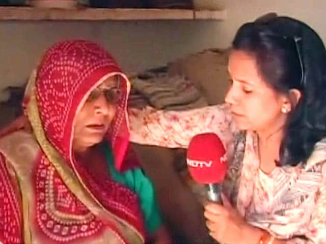 Videos : मृतक गजेंद्र की मां ने पूछा, क्या माफी से मेरा बेटा लौट सकता है?'